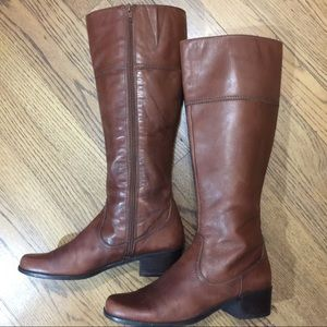 """BEAUTIFUL BROWN LEATHER BOOTS •7M•1 1/2"""" HEEL•"""